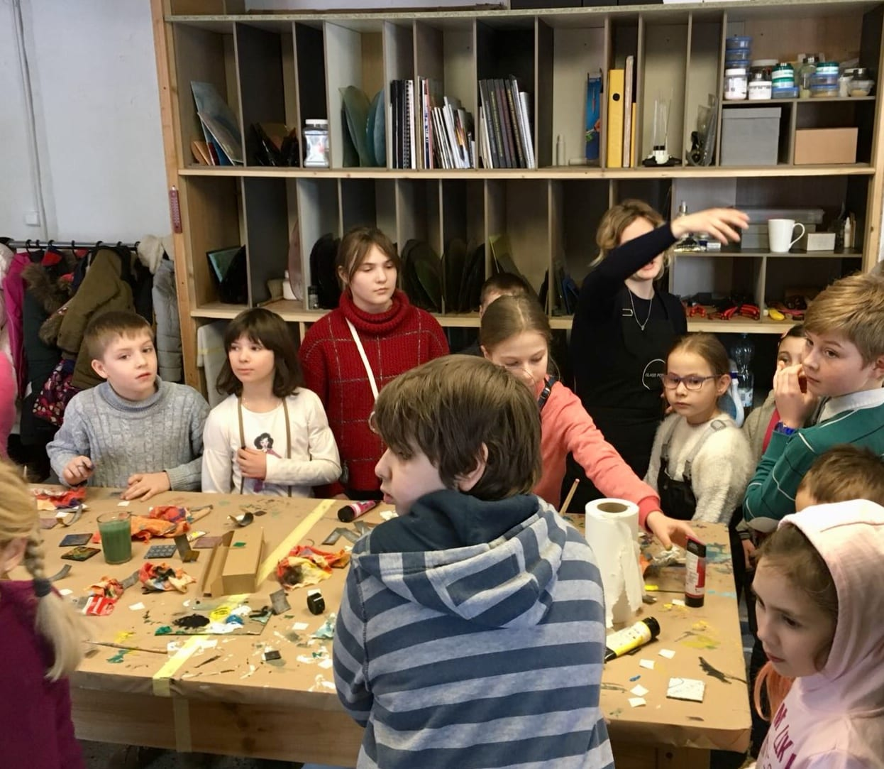 children at DIY Glass magnet workshop