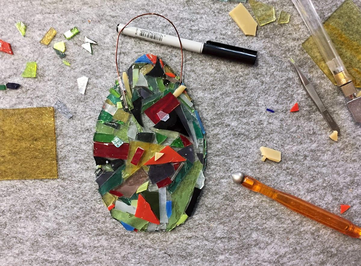 Process of making Seasonal glass decoration workshop. Glass Point