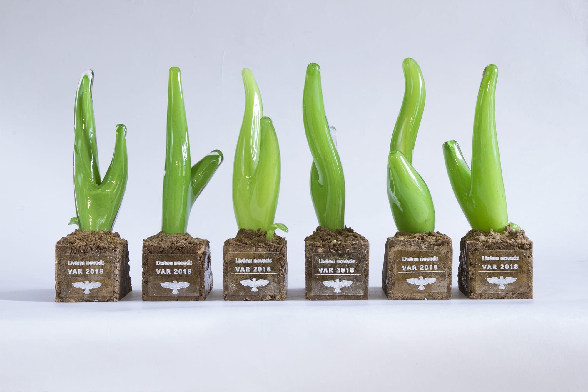 Награды и кубки из стекла. Стекольная премия Ливанского района. Glass Point