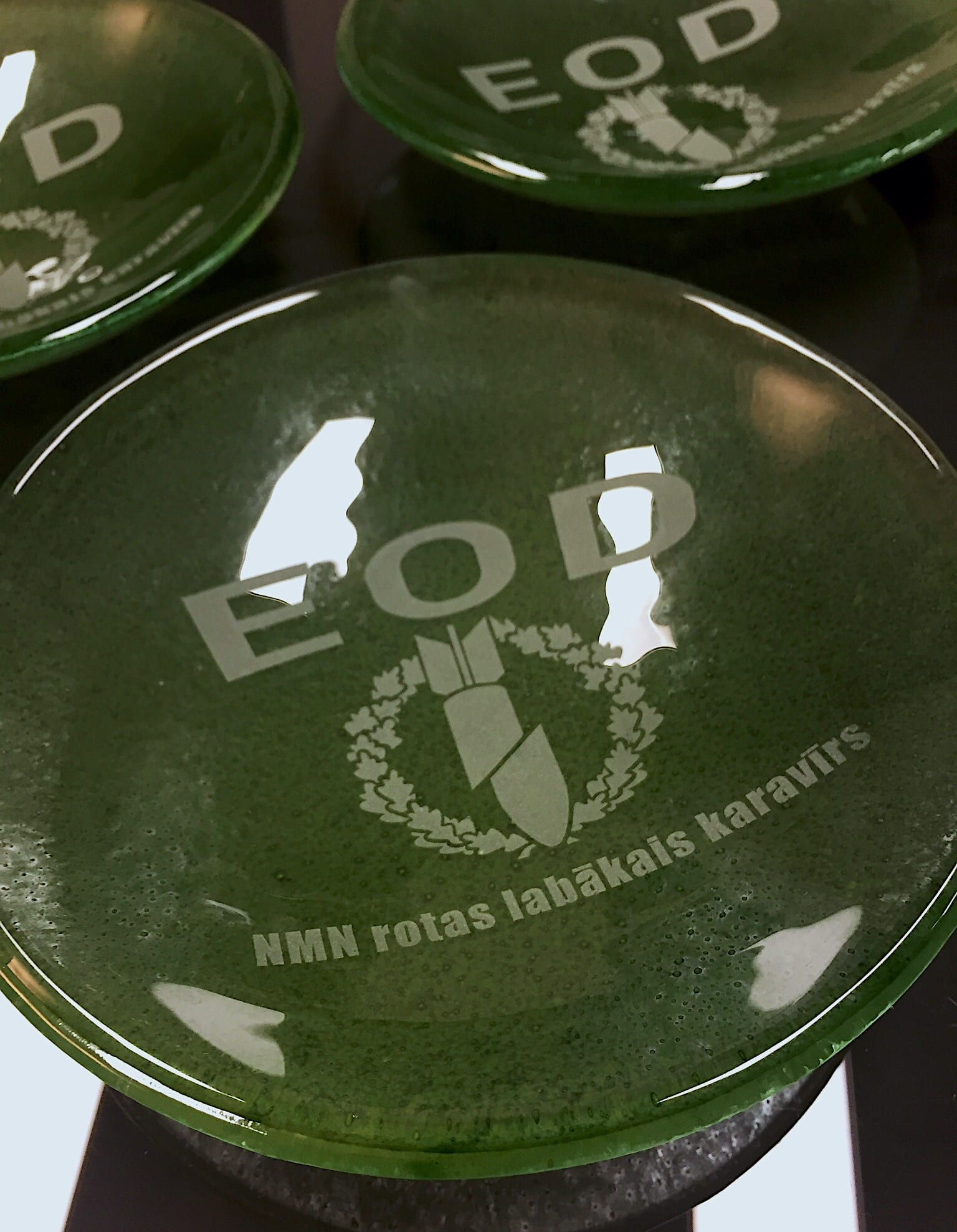 Unique Handmade Corporate Glass Gifts and Souvenirs. Glass plate. Glass Point