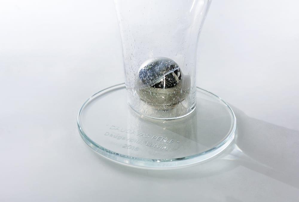 Награды и кубки из стекла. Уникальная стеклянная награда с шаром внутри. Glass Point