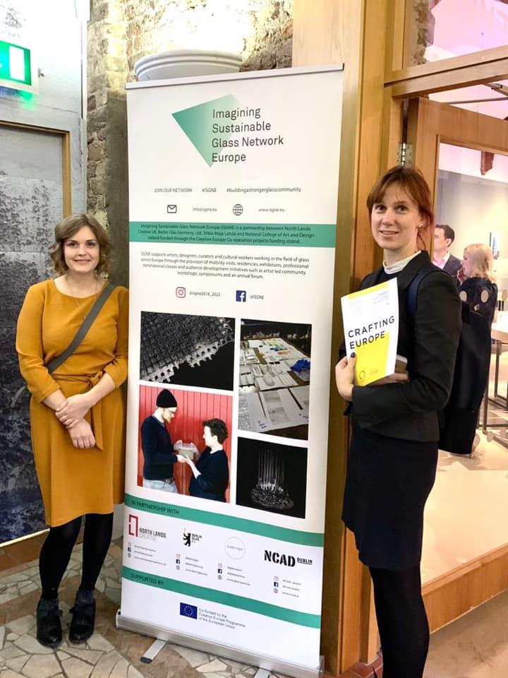 Starptautiskajā Īrijas stikla biennālē, Dublinā. Dr. Ieva Zemīte un Anna Varnase. Glass Point