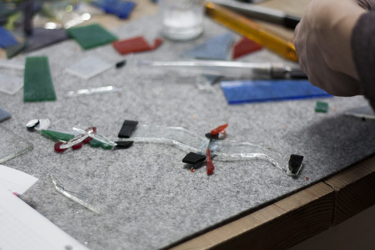 Pašdarinātu Stikla rotu process. Stikla auskari un gredzeni. Glass Point radošā darbnīca