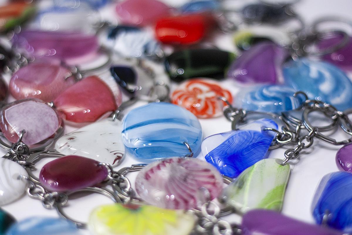 Korporatīvas dāvanas un suvenīri. Stikla atslēgu piekariņi. Glass Point